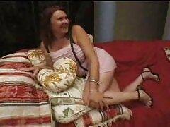 دوقلب مقعد وحشیانه و نفوذ سه گانه برای فاحشه سرخ در جوراب شلواری پاره شده سکسی کیر در کون ، باند باند باند