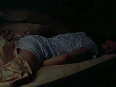 آسیایی بالغ عاشق خود را به رختخواب کشید و عکس کیر کلفت در کون او را دیوانه کرد