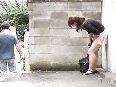 سه دختر شلوغ بعد از بازی پوکر کوس و کون و کیر با هم ، شیردوشی طبیعی زیادی را روی یکدیگر فشرده و لیس می زنند