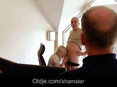 یک مادر که به عنوان الگوی وب کم برای چت وب کم کار می کند با عکس کیر کلفت در کون نامزدش به دخترش پیوست