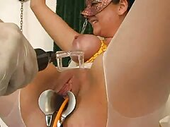 پس از رابطه جنسی اروتیک زیبا كون كير با یک مرد ، زیبایی در لیوانهای شراب به چشم می خورد