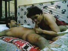 مردی لاتینای عکس کوس کون کیر خواب آلودگی را با سرطان خم می کند تا خروس ناسازگار خود را در الاغ خود کاشته و آن را با تقدیر داغ پر کند